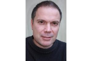 Jamie Vartan headshot colouredited